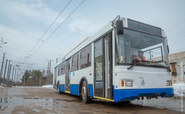 В Смоленске из-за прорыва теплосети на Нормандии-Неман закроют движение троллейбусов