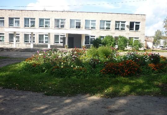 В Кардымовском районе отремонтировали крышу Каменской школы