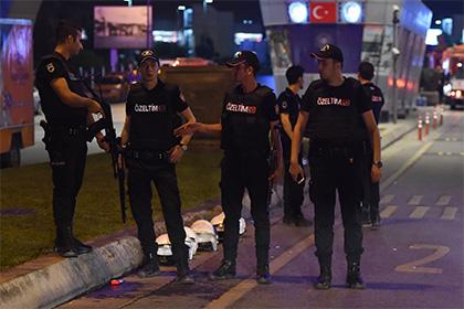 В Турции подросток расстрелял троих полицейских
