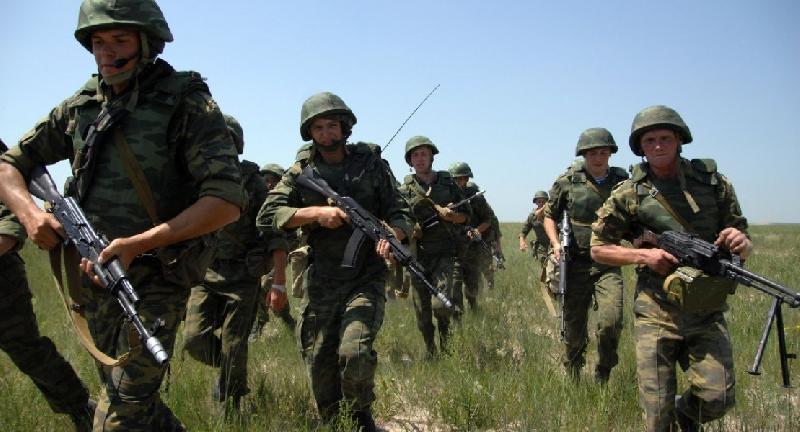 В Ельню прибывает первый эшелон с военными