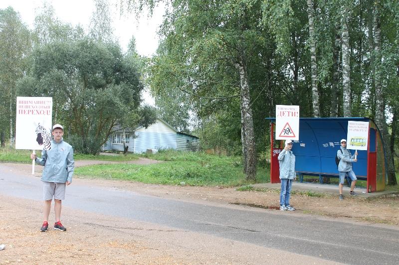 Смоленские активисты ОНФ провели акцию «Дорога в школу» на опасных пешеходных переходах