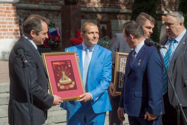 К юбилею Великой Победы Смоленску подарили уникальное панно