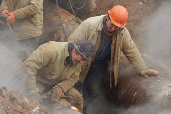 В Смоленске «Квадра» продлила срок ремонта трубопровода в районе Индустриальной и Попова
