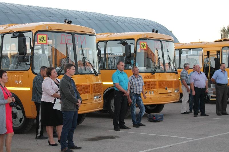 Смоленским школам купили новые автобусы