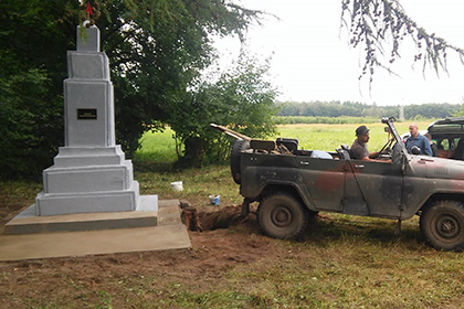 Активисты в Польше восстановили памятник советским танкистам