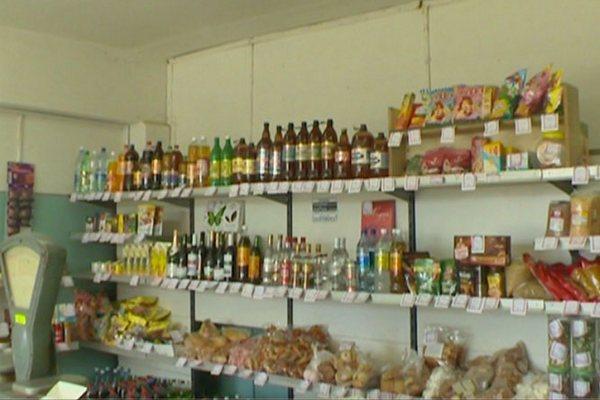 В Смоленской области дядя и племянник обчистили продуктовый магазин