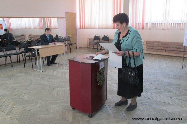 Смоленские спасатели проверяют безопасность избирательных участков