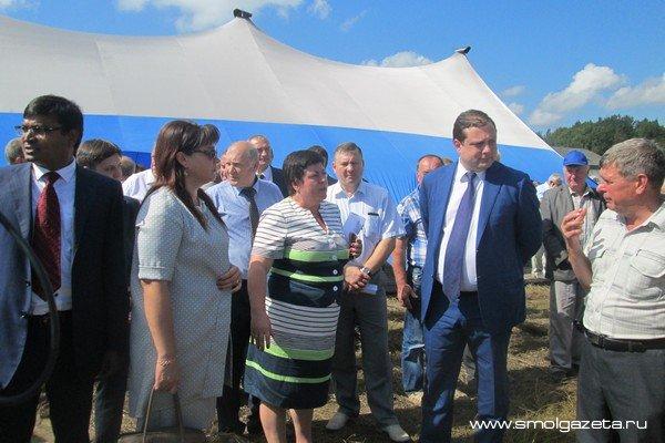 В Смоленской области губернатор провел совещание «День льняного поля»