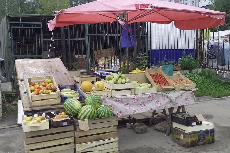 В Смоленске на улице Нахимова снесли две торговых палатки