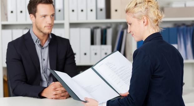 Кто может оказать помощь в поиске работы и трудоустройстве?