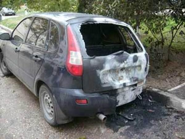 В Смоленска на улице Мира сгорела «Лада Калина»