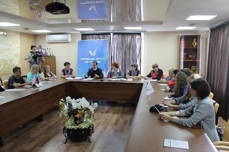 Смоленские активисты ОНФ провели круглый стол по вопросам волонтерского движения