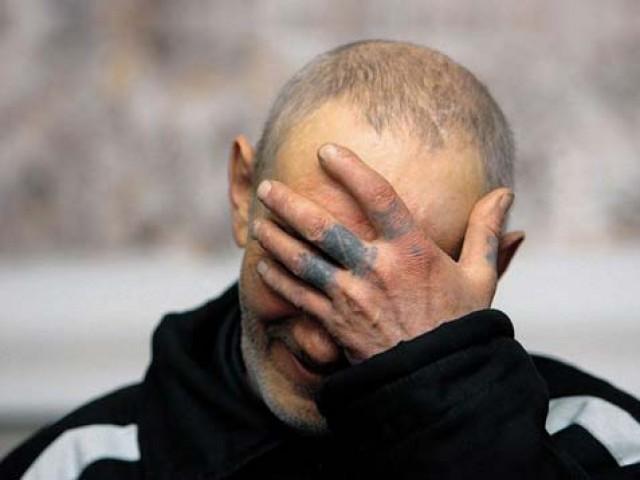 В Смоленской области оштрафовали осужденного за демонстрацию татуировок с нацистскими символами