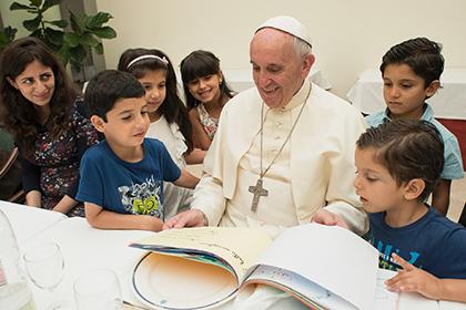 Папа Римский отобедал с сирийскими беженцами в Ватикане