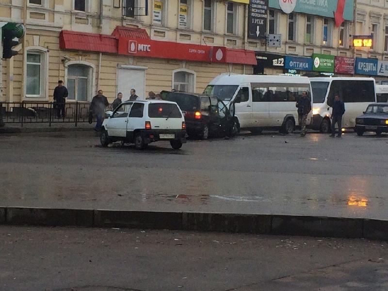 В Смоленске на Колхозной площади произошло ДТП с двумя маршрутками