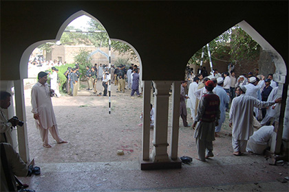 Cмертник с криком «Аллах акбар» подорвался в пакистанской мечети