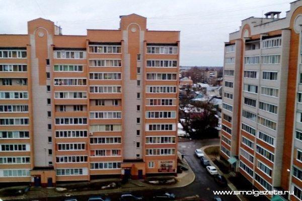 В Смоленске 76-летняя женщина погибла, сорвавшись с самодельной верёвки