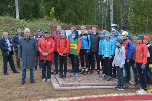В «Смоленском Поозерье» открыли памятник бойцам-лыжникам
