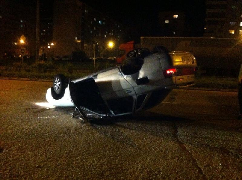 В Смоленске на проспекте Строителей опрокинулся автомобиль