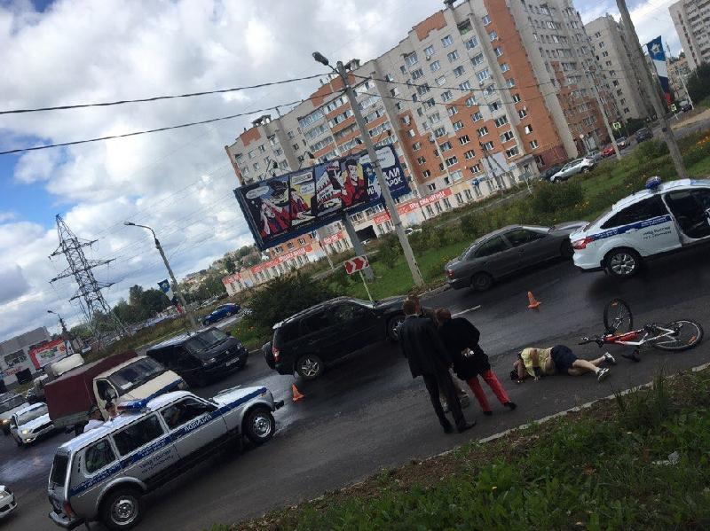 В Смоленске на проспекте Строителей сбили велосипедиста