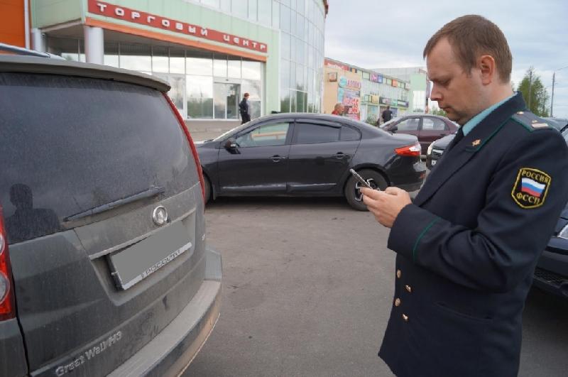 Смоленские приставы будут искать должников на парковках