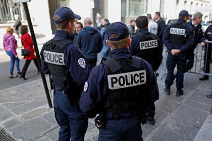 В Париже начаты поиски взрывного устройства