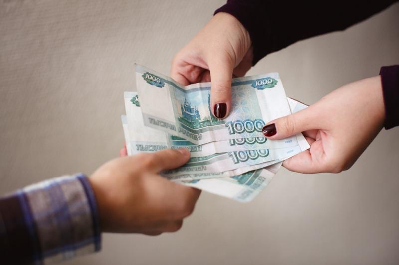 В Смоленске заместитель директора фирмы присвоила 140 тысяч