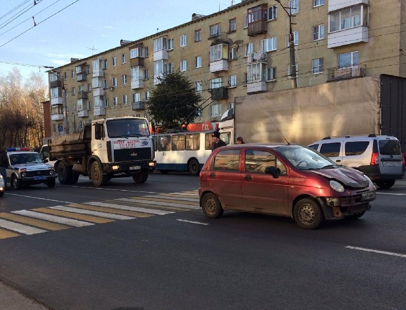 В Смоленске на пешеходном переходе сбили женщину