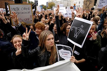 В Польше прошли массовые протесты женщин против запрета на аборты