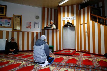 Сирийские беженцы пожаловались на консерватизм немецких мечетей