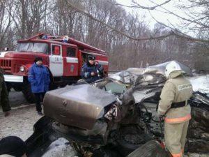 В Смоленской области в ДТП погибли двое взрослых, подросток госпитализирован