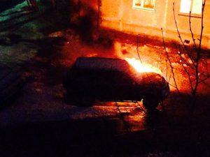 Ночью в Смоленске в Киевском переулке сгорел автомобиль