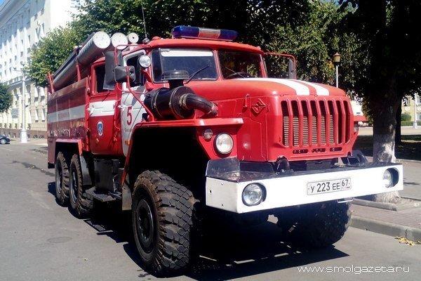 В Рославле в гараже сгорела иномарка