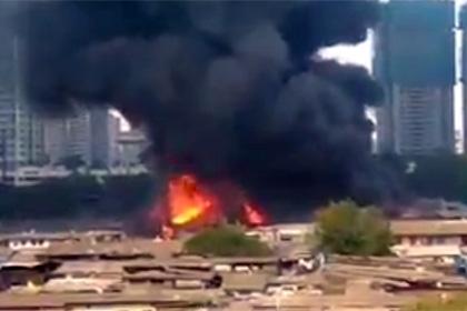 Огромный рынок стройматериалов загорелся в Мумбаи