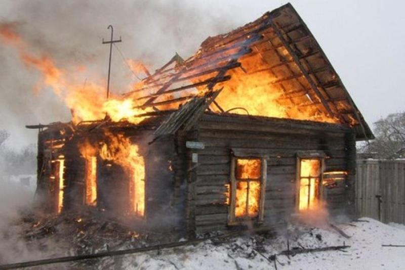 Два человека погибли при пожаре в Смоленской области