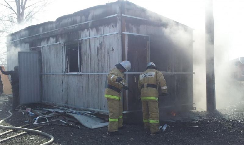 В Печерске при пожаре в строительной бытовке сгорел мужчина