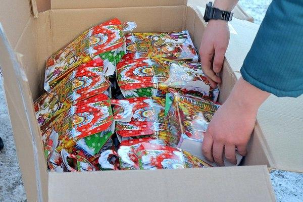 500 новогодних подарков отправили из Смоленска в Донецк и Луганск