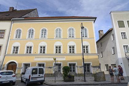 Власти Австрии передумали сносить дом Гитлера