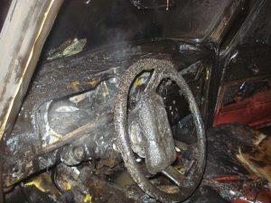 В Ярцеве «УАЗ» полностью выгорел из-за короткого замыкания