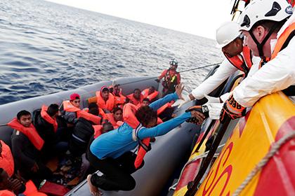 Датский парламентарий предложил стрелять по лодкам с мигрантами