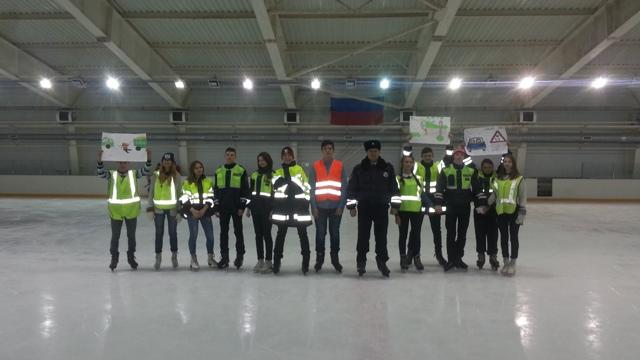 В Смоленской области сотрудники ГАИ встали на коньки