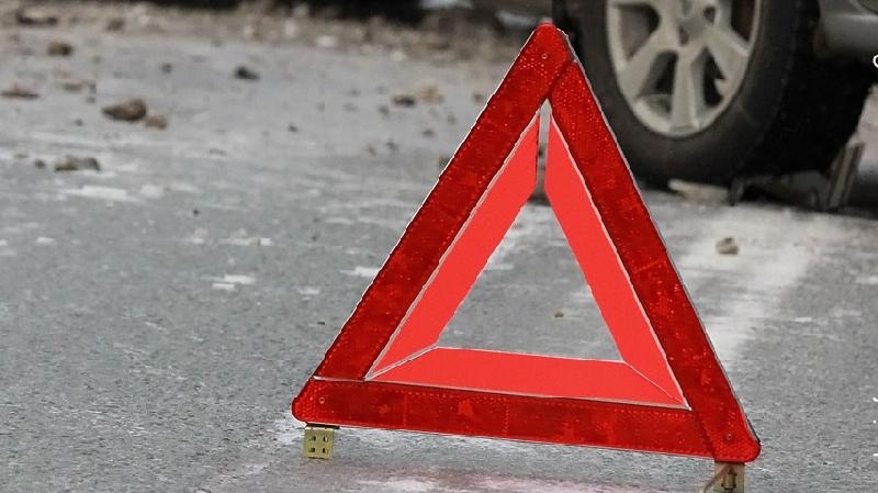 В Смоленской области легковушка врезалась в автобус: пострадал человек