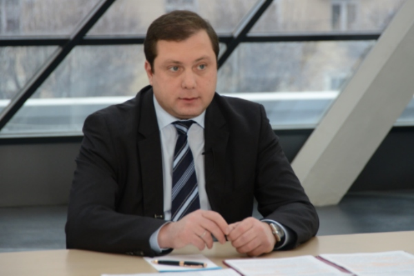 Губернатор Алексей Островский поздравляет спасателей с профессиональным праздником