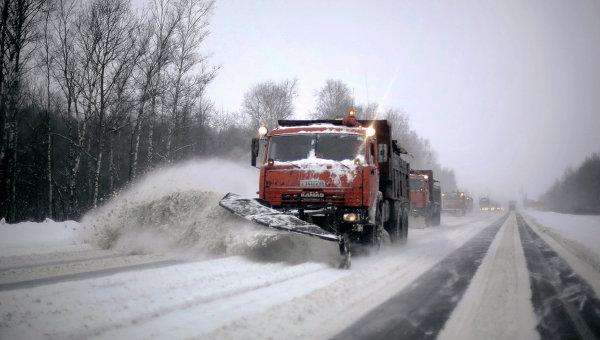 К уборке снега на федеральных трассах Смоленской области привлекли 66 единиц техники