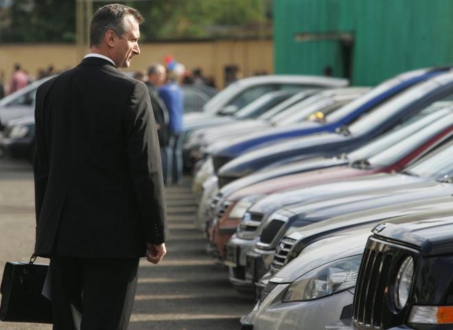 Смоленских чиновников ограничат в пользовании служебных автомобилей