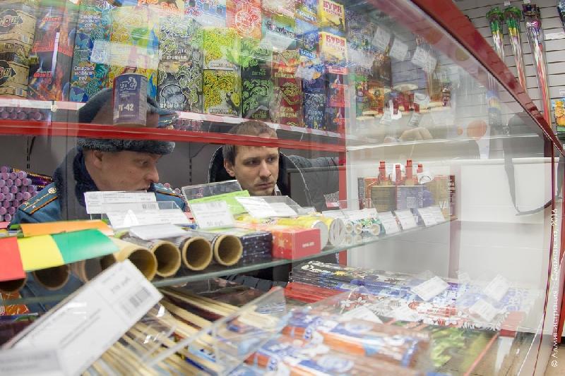 В Смоленске изымают просроченные петарды