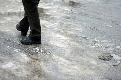 Власти Смоленска недовольны уборкой тротуаров