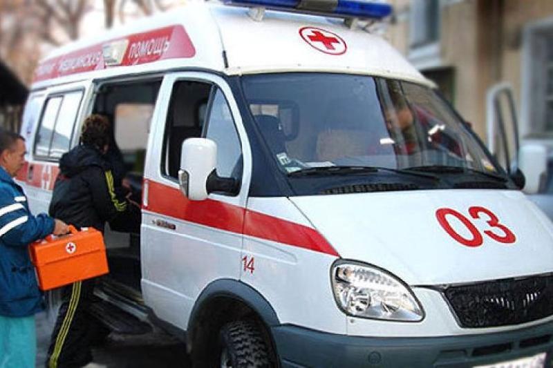 В Смоленске полицейский помог женщине, ударившейся головой о ступени