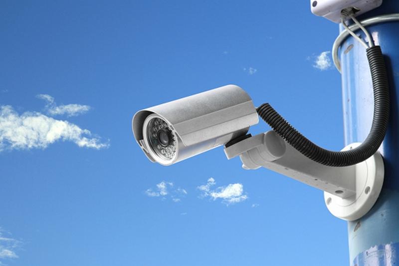 В Смоленске с помощью записи с камеры видеонаблюдение задержали похитителя дорогостоящего мобильного телефона