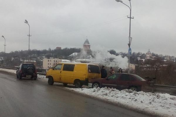 В Смоленске ДТП заблокировало мост